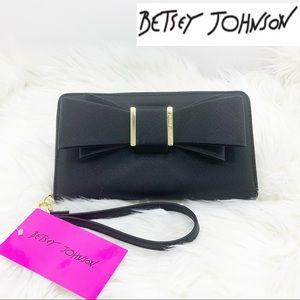 BETSEY JOHNSON Black & Gold Bow Wristlet Clutch